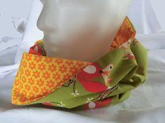 Rundschal Loop aus einem grünen Baumwollstoff mit Fuchs und einem gelben Baumwolljersey mit orangefarbenen Streublümchen von unicata auf Etsy