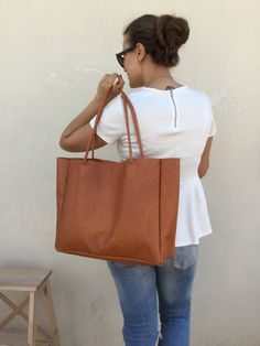 Bag Made with great care and love of Italian leather . Been designed to be worn in all case.  ~~ Italian Brown leather       Camel tote leather       leather tote bag By La... ➡️ http://jto.li/pWMbu