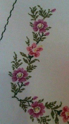 This Pin was discovered by Nur Cross Stitch Bookmarks, Cross Stitch Borders, Cross Stitch Flowers, Cross Stitch Designs, Cross Stitch Embroidery, Cross Stitch Patterns, Hand Embroidery Design Patterns, Diy And Crafts, Couture