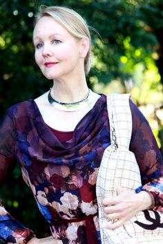 Sewing Chanel-Style, how to sew a Chanel Inspired jacket? Chanel Style Jacket, Couture Jackets, Chanel Couture, Couture Sewing, Big Bags, Chanel Fashion, Love Sewing, Fashion Shoot, Plaid Scarf