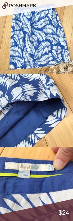 BODEN fern print spring skirt, 4 petite. Beautiful spring and summer skirt in blue and white by Boden, size 4 petite. 100% cotton and fully lined, beautiful fern print. Waist is 13.75 inches across with a side zipper, length is 20 inches long. Perfect condition, so beautiful for spring! Boden Skirts
