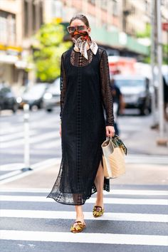 Estilo Olivia Palermo, Look Olivia Palermo, Olivia Palermo Street Style, Olivia Palermo Lookbook, Casual Street Style, Street Chic, Parisian Chic Style, Chic Summer Style, Simple Summer Outfits