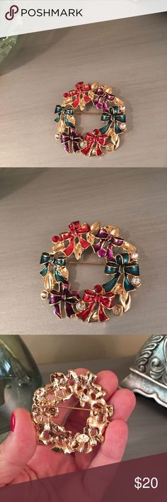 🛍 Multi Colored Bow Wreath Brooch Pin Gold tone Independent Designer Jewelry Brooches