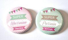 2 badges Cadeaux Baptême Parrain / marraine au prénom du petit baptisé : Pins, badges par bullesdeneige