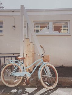 super Ideas for retro bike vintage bicycles summer Velo Retro, Retro Bike, Photo Velo, Free People Blog, Bike Style, Vintage Bicycles, Cool Things To Buy, Stuff To Buy, Custom Bikes