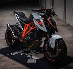 Duke Motorcycle, Duke Bike, Motorcycle Headlight, Bobber Motorcycle, Moto Bike, Ktm Duke, Ktm Motorcycles, Motocross Bikes, Ktm Super Duke