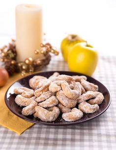 Souboj receptů: Netradiční cukroví, které musíte vyzkoušet - Proženy Christmas Sweets, Christmas Cookies, Xmas, Czech Recipes, Cookie Recipes, Cereal, Almond, Food And Drink, Apple