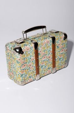 Lightweight luggage, Daisies and Suits on Pinterest