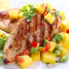 Jugo de piña, salsa soya, miel, ajo y jengibre, van perfectos con carne de cerdo y pollo. ¡Anímate a crear una salsa deliciosa!