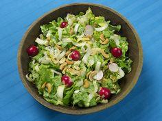 Salade van sla, witlof, radijsjes en cashewnoten   www.Alternatief-Idee.net