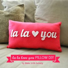 40 Cute Projects to Sew for Valentine's Day lots of heart sewing projects, heart quilt patterns and Valentine's Day pillow DIY's Valentines Bricolage, Valentine Crafts, Valentine Pillow, Valentine Ideas, Diy Valentine's Day Decorations, Valentines Day Decorations, Diy Decoration, Shirt Makeover, Cute Pillows