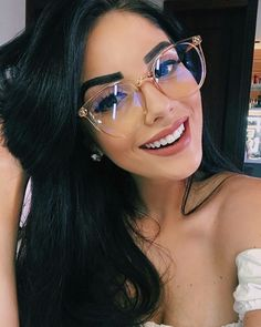 Hallo, 28 Kommentare - Fashion For Girls ( en Ins . - Alex Caceres Moza - - Hallo, 28 Kommentare - Fashion For Girls ( en Ins . Sunglasses For Your Face Shape, Cute Sunglasses, Sunglasses Women, Sunnies, Cute Glasses Frames, Womens Glasses Frames, New Glasses, Girls With Glasses, Stylish Glasses For Women