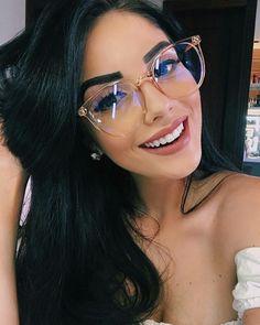 Hallo, 28 Kommentare - Fashion For Girls ( en Ins . - Alex Caceres Moza - - Hallo, 28 Kommentare - Fashion For Girls ( en Ins . Cute Glasses, New Glasses, Girls With Glasses, Eyeglasses For Women, Sunglasses Women, Mirrored Sunglasses, Glasses Trends, Womens Glasses Frames, Lunette Style