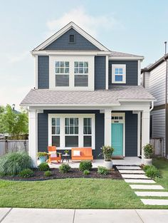 Painting the exterior of a home can be a daunting proposition. Here's how to soothe your worries when choosing house paint colors. exterior 6 Must-Know Tips for Choosing the Best Exterior Paint Colors Pallet Exterior, Best Exterior Paint, Design Exterior, Exterior Paint Colors For House, Paint Colors For Home, House Siding Colors, House Exterior Design, Farmhouse Exterior Colors, Green Siding