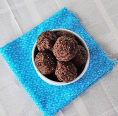High Energy Protein Bites - Full of great things like chia seeds, flax meal, and nut meal. Almond Recipes, Dairy Free Recipes, Raw Food Recipes, Snack Recipes, Protein Recipes, Gluten Free, Protein Energy Bites, High Protein Snacks, Vegan Protein