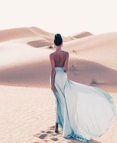 The search for eternal beauty Desert Photography, Wedding Photography Poses, Portrait Photography, Desert Fashion, Covet Fashion, Glam Photoshoot, Creative Fashion Photography, Le Pilates, Mode Abaya