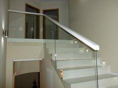 schody drewniane balustrada ze szkła