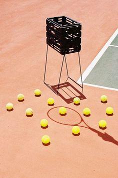 tennis balls - via-kent-andreasen Tennis Outfits, Tennis Clothes, Casual Outfits, Tennis Clubs, Le Tennis, Vive Le Sport, Tennis Photography, Minimal Photography, Lifestyle Photography