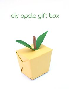 DIY Apple Gift Box-perfect for teacher gifts Wrapping Gift, Wrapping Ideas, Craft Gifts, Diy Gifts, Apple Gifts, Diy Box, Creative Gifts, Diy Paper, Homemade Gifts