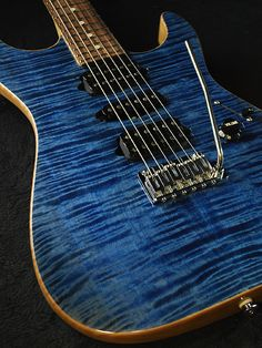 """Suhr Standard - Chambered """"Trans Whale Blue - Natural back"""""""