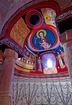 Aqui teniu les pintures reconstruides del absis dretà de St. Quirze de Pedret. Els originals estan al MNAC, i aquí s'han reconstruit tal i c...
