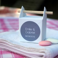 Boite à dragées mariage pop-up Wedding Party Favors, Wedding Gifts, Gift Packaging, Packaging Design, One Sweet Day, Stamping Up, Communion, Eat Cake, Paper Flowers