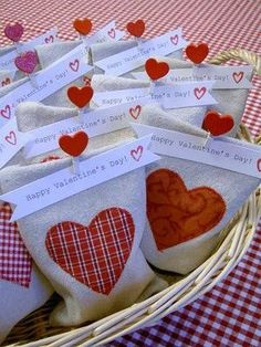 cute packaging for valentine's day--or could be adapted for any holiday.  I like the message banner at the top and the fabric bags. Love Valentines, Valentines Ideas For School, Valentines Goodie Bags, Valentines Day Hearts, Funny Valentine, Valentine Day Crafts, Goody Bags, Gift Bags, Treat Bags