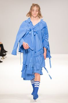 Catwalk photos and all the looks from Angel Chen Spring/Summer 2016 Ready-To-Wear London Fashion Week Angel Chen, Fashion Show, Mens Fashion, Headband Styles, Young Fashion, College Fashion, Spring Summer 2016, Catwalk, Ready To Wear