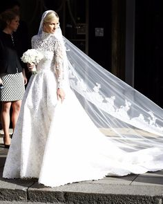 Organza Wedding Dresses 25 Brides Who Went Modest on Their Wedding Day — and Completely Took Our Breath Away - Simply classic. Modest Wedding Gowns, Wedding Dress Styles, Bridal Gowns, Dress Wedding, Lace Wedding, Celebrity Wedding Photos, Celebrity Weddings, Perfect Wedding Dress, Trends