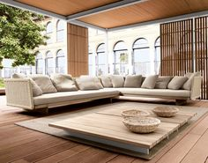 outdoor living room with contemporary deck, garden sofa and privacy screens -Sabi - Paola Lenti by sherrie Sofa Design, Furniture Design, Wood Furniture, Garden Furniture, Furniture Plans, Antique Furniture, Design Design, Modern Furniture, Sectional Furniture