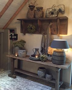Looking to transform your home into a rustic retreat? Take a look at our farmhouse-inspired rustic home decor ideas. Farmhouse Homes, Rustic Farmhouse, Country Decor, Rustic Decor, Deco Champetre, Interior Decorating, Interior Design, Rustic Interiors, Rustic Design