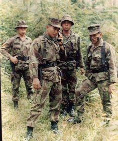 Sekilas Profil dan Biodata Prabowo Subianto Djojohadikusumo Timor Timur, Army Uniform, Military Guns, Marvel Funny, World History, Old Pictures, Good Vibes, Dan, Scene