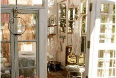 Kesähuone vanhoista ikkunoista