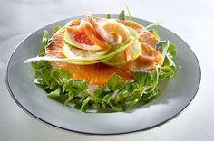 Kylmäsavukirjolohikakku Plating Ideas, Cantaloupe, Plates, Fruit, Recipes, Food, Licence Plates, Dishes, Griddles