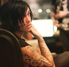 I was just scrolling through my Pinterest feed and I may or may not have thought this was a girl and not Kellin for a moment, by which I mean I totally thought it was like a vintagy photo of a woman and now I feel kinda bad