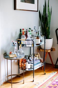 According to the same 8 million pins I keep pinning - I need a snake plant, on a stool, in the corner. | i suwannee