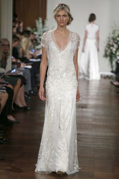 Jenny Packham OI13 - Pasarela.  I'm absolutely in love with this dress