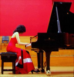 Distinguished Sri Lankan pianist Dr. Tanya Ekanayake is to give her debut piano recital in the United States on Thursday , May 31 from 6PM-7PM at The John F. The John F. Kennedy Center for the Performing Arts (Millennium Stage) , Washington DC