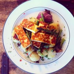 go ahead & treat your taste buds to this *totally drool worthy* recipe from Hugh Fearnley-Whittingstall featuring in season asparagus, haloumi and new potatoes! And for the bold & adventurous out there - be sure to use The Collective's lemon + chilli haloumi #cantgetenough