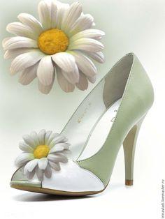Купить Украшения из натуральной кожи. Броши клипсы для обуви БЕЛЫЕ РОМАШКИ - цветы из кожи
