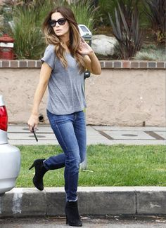 Kate Beckinsale wears so simply, so cool.