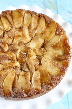 Caramel Apple Upside-Down Cake: This upside-down cake is almost too pretty to eat! Click through to find more easy, fresh, and moist apple cake recipes to make this fall. Apple Cake Recipes, Apple Desserts, Köstliche Desserts, Delicious Desserts, Dessert Recipes, Easy Apple Cake, Cookie Recipes, Moist Apple Cake, Apple Tart Recipe