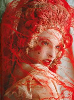 Create texture in lookbook with weird lace - Linda Evangelista by Mario Testino for V Magazine Fall 2006
