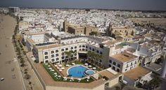 Hotel Duque de Najera Rota Hotel Duque de Najera has an ideal location next to Rota's beach and marina, on the beautiful Cadiz Bay. It has an outdoor swimming pool, sauna and fitness centre.  The Duque de Najera also has a sun terrace and a nice garden.