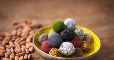 Pour éviter les coups de fatigue on craque pour les Energy Balls, ces petits goûters healthy sont à déguster sans culpabilité! Healthy Sweets, Healthy Cooking, Healthy Recipes, Healthy Food, Energy Balls, Raw Vegan, Vegan Desserts, Coco, Bakery