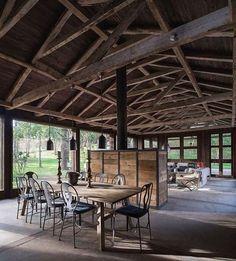 Oude schuur omgebouwd tot woonhuis met prachtige verlichting | House ...