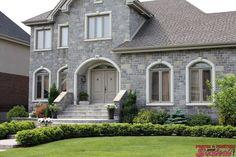 Ville de La Prairie ouvre la porte à André Senécal pour créer son entreprise de portes et fenêtres en 1962. La Rive, Construction, Patio, Mansions, House Styles, Home Decor, Firewood Holder, Openness, Sons