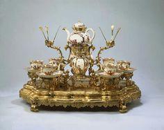 Tea service on a silver-gilt support Meissen porcelain, ca. 1723-24, Amsterdam, Rijksmuseum Silver: Augsburg, Johann Engelbrecht, ca. 1728-33