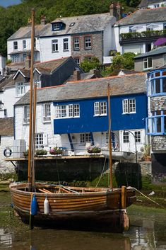 POLPERRO LUGGER (by chris_I / cornwalls.co.uk) The little lugger Peter Pan high and dry at low tide in Polperro harbor.
