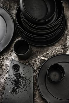 The Balder tableware collection is the first series of tableware from by nord COPENHAGEN. The collection is named after the Norse god Balder and the forms of Viking Artifacts are clearly visible in the design. Multifunctional, Nordic and light in a solid way are the keywords for this porcelain tableware collection with a pottery look and feel. Enjoy!